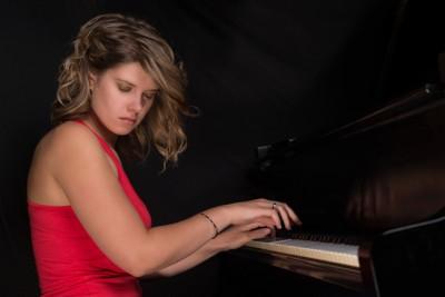 <!--:fr-->Emie R. Roussel nommée révélation Jazz Radio-Canada 2014-15<!--:-->